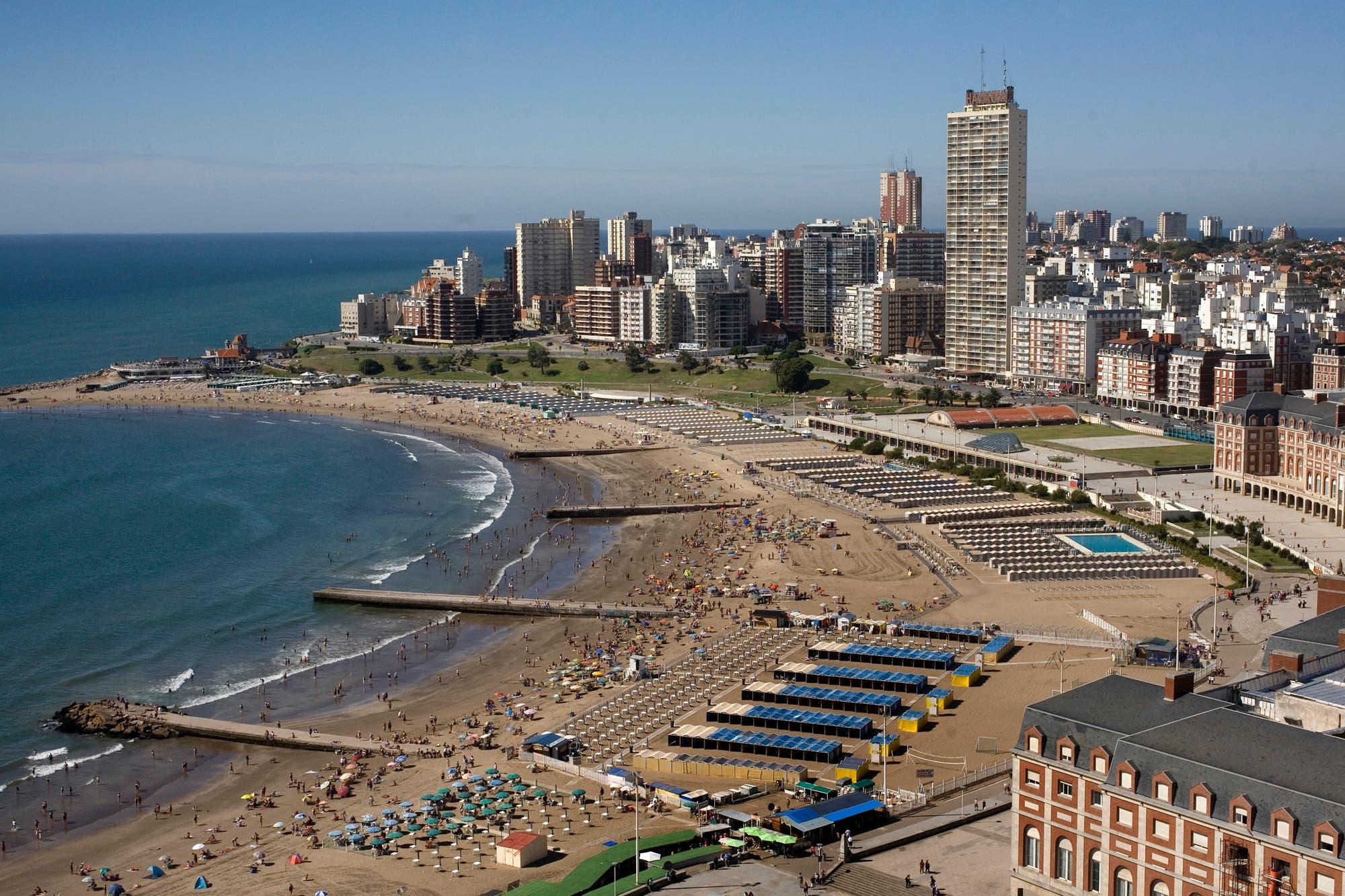 Los destinos turísticos afrontan la temporada con subas del 30% en los precios